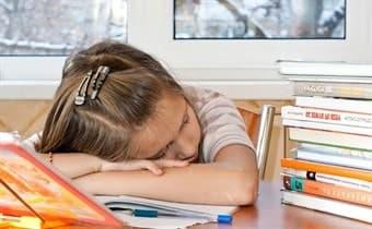 помогать ли делать уроки